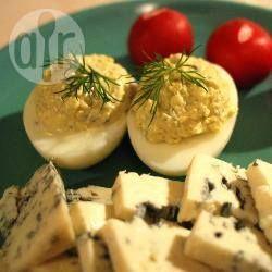 Zdjęcie do przepisu: Jajka faszerowane serem pleśniowym