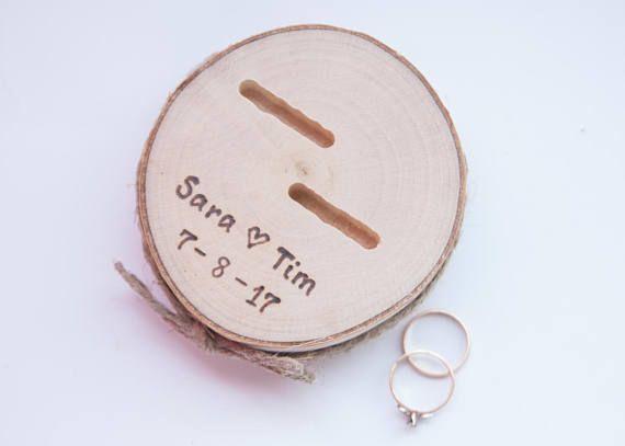 Rustico anello cuscino portatore fetta di legno matrimonio