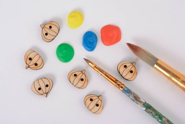 Halloween in DaWanda The wooden buttons made in the shape of pumpkins will complement your Halloween clothing perfectly. They are made of 4 mm plywood using the technique of laser cutting. Paint them with saturate...