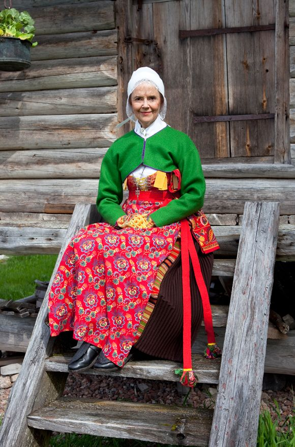 She is dressed according to the costume almanac for Midsommer Eve in Boda, Dalecarlia, Sweden. Photo Laila Duran