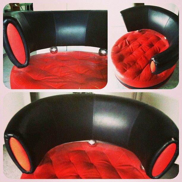 للبيع كرسي جلد دائري متحرك بحالة ممتازة السعر 15 دينار