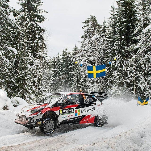 Toyota Yaris WRC 2018 Pilotos do Campeonato Mundial de Rally o WRC encaram frio extremo da Suécia desde esta quinta na segunda etapa da temporada 2018. No primeiro dia de disputa a Toyota se deu bem com os dois primeiros colocados. A prova vai até domingo. Na foto o finlandêsEsapekka Lappi  Resultados de quinta-feira: Rally da Suécia  1 Ott Tänak/Martin Järveoja (Toyota Yaris WRC) 1m32.7s  2 Jari-Matti Latvala/Miikka Anttila (Toyota Yaris WRC) 0.3s  3 Mads Ostberg/Torstein Eriksen (Citroen…