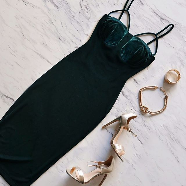 Planning your Friday night look? You can't go wrong if you go green.