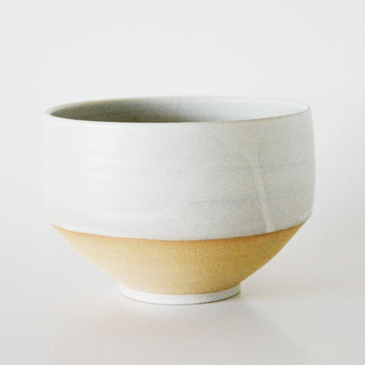 Handthrown stoneware bowl w. white glaze. The warm beige color is the raw, unglazed clay. (Fully glazed on the inside.)H: 13 cm.Dia: 18,50 cm.Unique, one of a kind!