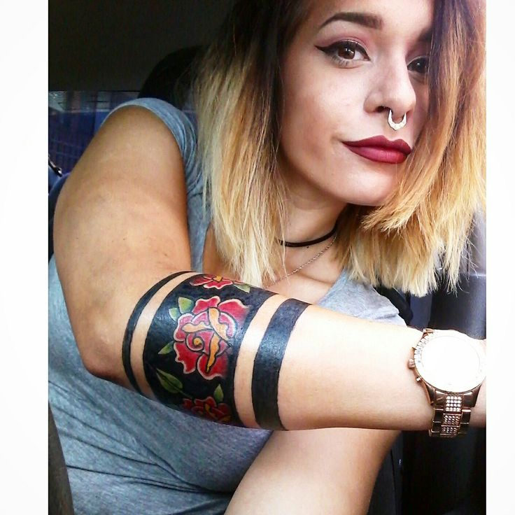 Flower arm band tattoo with solid armband                                                                                                                                                                                 Mehr