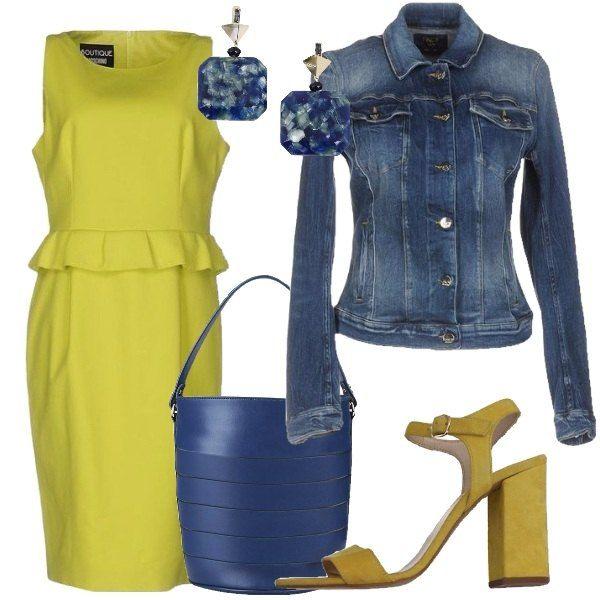 Outfit composto da vestito giallo che tende al lime con volant in vita, giubbotto di jeans, secchiello blu, sandali in pelle gialli con tacco alto e orecchini con pietre blu.