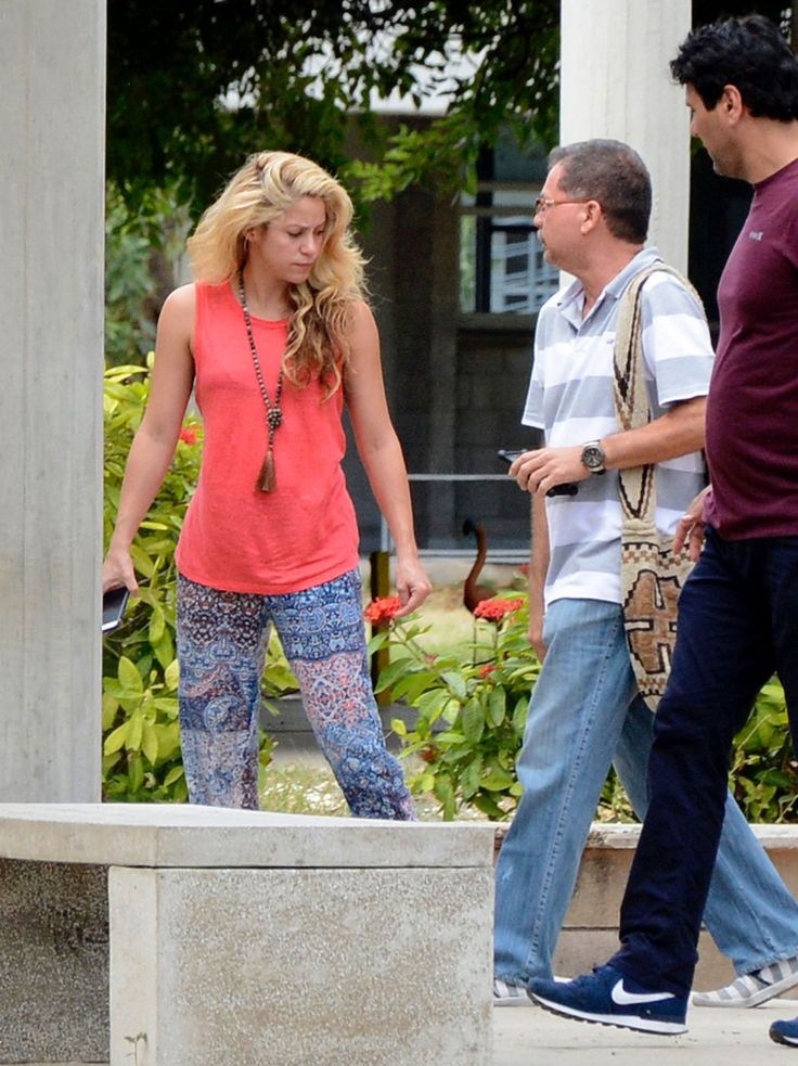 Shakira Arrives at Pies Descalzos College in Barranquilla Images  Read more: http://www.celebskart.com/shakira-arrives-pies-descalzos-college-barranquilla-images/#ixzz4V1M2ubRe