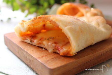 いつものピザを包んで食べやすくしました!