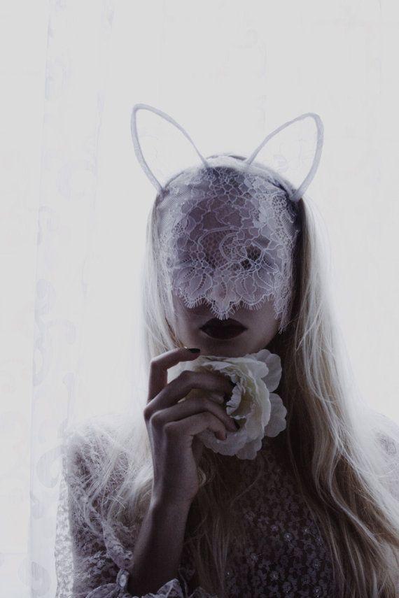 Masque dentelle blanche avec des oreilles de lapin pour mariage photoshoot, bachelorette party, bal ou une mascarade