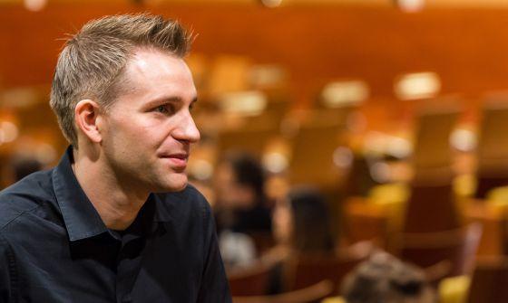 Quién es Max Schrems, el activista que denunció y ganó a Facebook / @el_pais | #readyfordata #readyfordigitalcitizenship #readyfordigitalprivacy