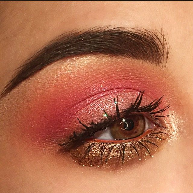 Add some drama to a smokey look with the Revlon Photo Ready Eye art like here! ---> @smmakkeup @morphebrushes single shadows and 35w palette ▫️ @wetnwildbeauty 'California roll' palette, glitter in 'pink sugar' ▫️ @revlon photo ready eye art in 'burnished bling' ▫️ @maybelline 'caffeine rush' ▫️ @anastasiabeverlyhills pomade 'chocolate' ▫️ @lorealparisusa brow gel