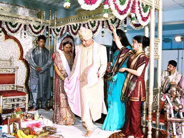 Sindhi Wedding Sindhi people are basically Sanatani Hindus, who do not follow Hindu rites strictly. However, Sindhi marriage is conducted in accordance with the Vedic rites. Sindhi weddings reflect…