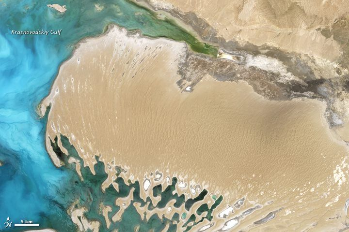 Sand and sea make a beautiful shot from space: http://www.ouramazingplanet.com/2960-caspian-sea-peninsula-satellite-image.html: Expansive Inland, Sand Meets, Inland Water, Caspian Sea, Giant Dunes, Western, Water Body