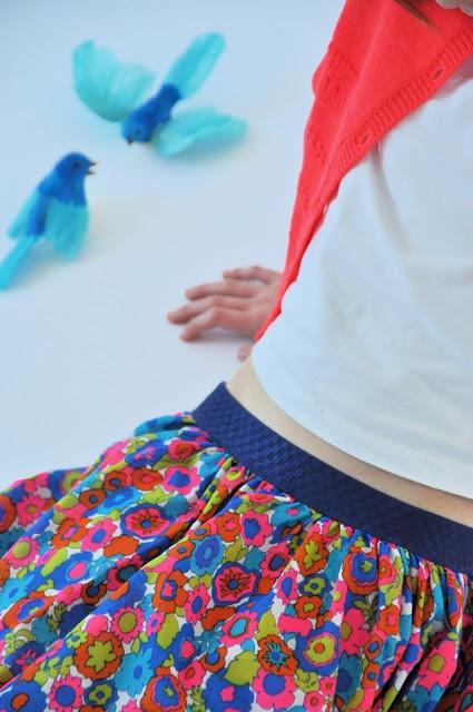 emma en mona: 10-min.rokje met gekleurde elastiek (Veritas)