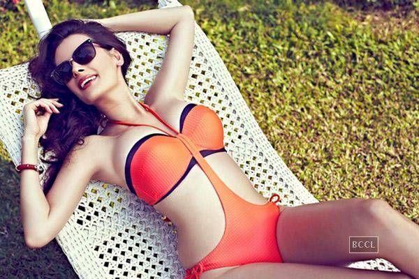 B'wood's bikini bombshells Evelyn Sharma