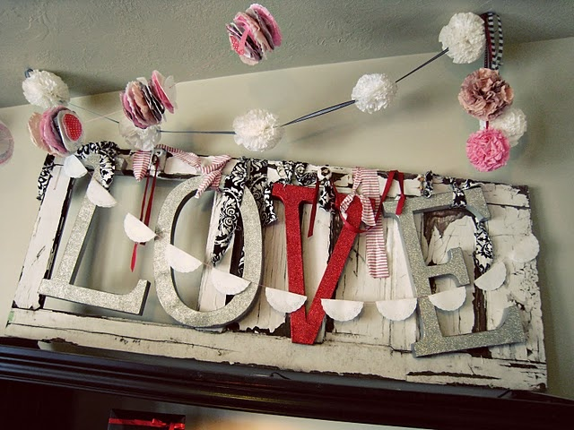 .Valentine'S Day, Dresses Up, Coffe Filters Flower, Coffee Filters Flower, Home Decor, Old Doors, Diy Valentine Day, Letters, Valentine Decor