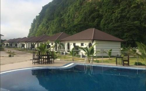 Thiri Hpa An Hotel Hpa-an Featuring free WiFi, a restaurant and an outdoor pool, Thiri Hpa An Hotel offers accommodation in Hpa-an. Guests can enjoy the on-site bar. Free private parking is available on site.