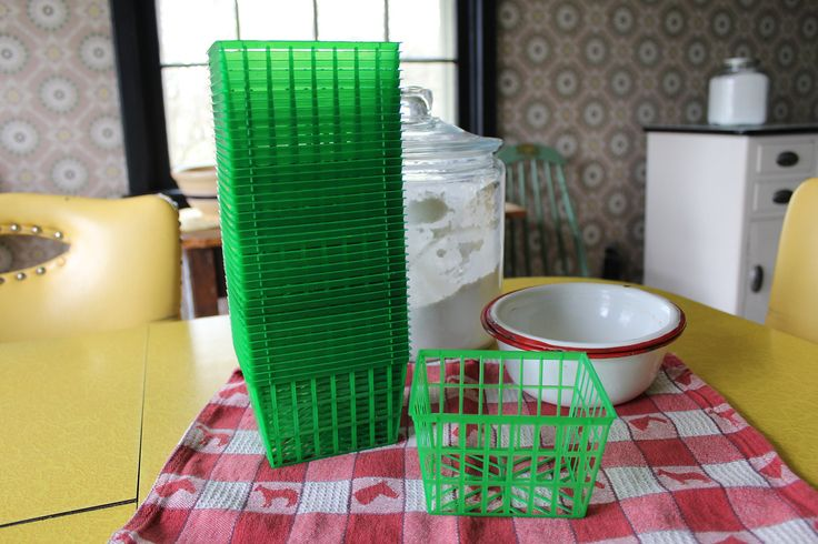 40 New Plastic Berry Baskets, Green Plastic Berry Baskets, Pint Size Berry Baskets, Farm Theme, Craft Baskets, Kitchen Supply, Party Favors by MadGirlRetro on Etsy