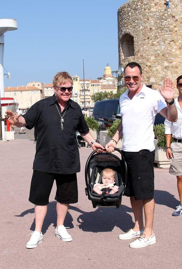 Elton John, David Furnish et leur fils Zachary en vacances à St Tropez en 2011
