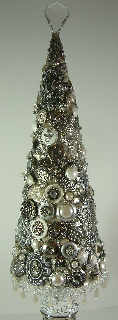 Vintage jewelry Christmas tree DIY