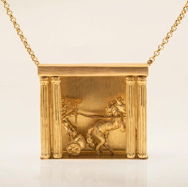 Tosca  18k gold pendant