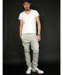 nudie jeans / Khaki Slim (White Jeans).  Awesome!  A Swedish clothing brand that believes jeans should be worn as long as it lasts. All nudies jeans are designed in Sweden and made in Italy of denim from Japan and Italy.  But I personally still prefer Edwin... tbc