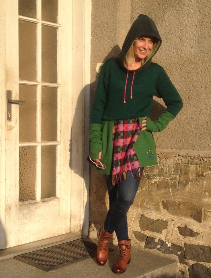 171002 Módní tunika, je vhodná jako svrchní oděv do krásných podzimních dnů. Ráda si ji oblékne žena, která miluje vyjímečnost a originalitu. Tato