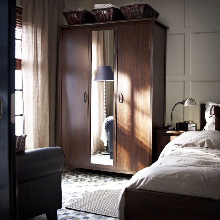 great grce sa porte miroir intgre luarmoire brusali permet de gagner de l with miroir hollywood ikea. Black Bedroom Furniture Sets. Home Design Ideas