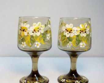Smoke Glass, Stemware, Wine Glasses, Hand Painted Design, Scandinavian, Folk Art, Bauernmalerei, Bavarian Folk Art, Daisies, Daisy Buds.