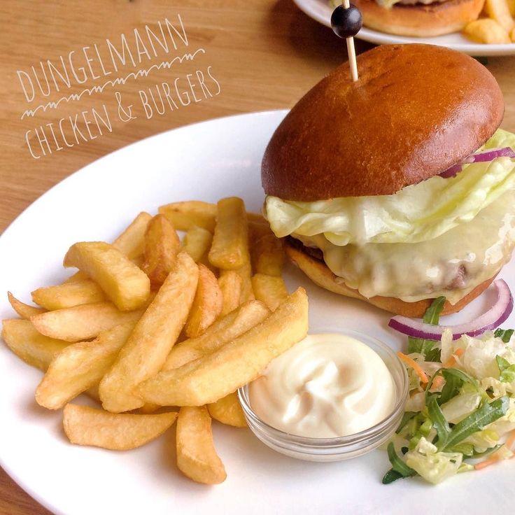 #saturdayafternoon #burger #dungelmannchickenenburgers #lunch - from Instagram