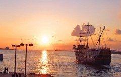大阪湾から出向している観光船サンタマリア号で夕日を堪能 8月は毎日運航しているこのサンタマリア号大阪湾が西向きなので1900出航のこのサンタマリア号に乗ったらちょうど夕日を堪能できるクルーズ 1時間のクルーズで1600円なんだけど贅沢な時間が過ごせますよ  http://ift.tt/2abhuaK http://ift.tt/2aVMuIV  大阪港帆船型観光船 サンタマリアトワイライトクルーズ   tags[大阪府]