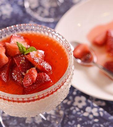 Μους από λευκή σοκολάτα με φράουλες και λάιμ | Γιάννης Λουκάκος