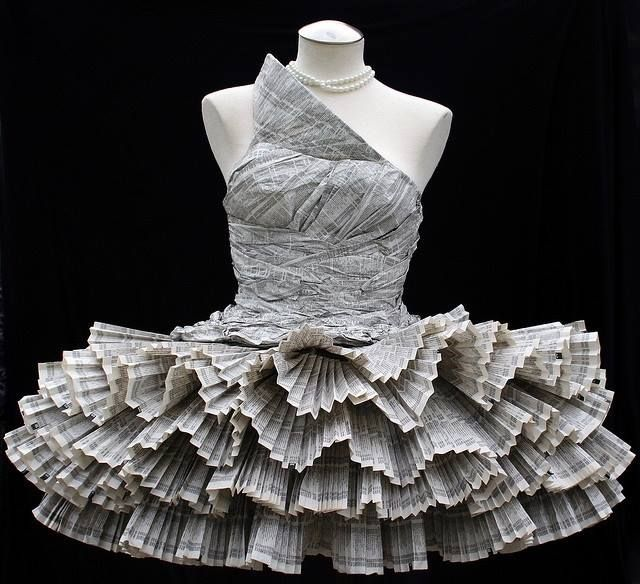 se state pensando che questo abito sia uscito da una maison francese...non siete sulla strada giusta! è un'opera costruita da Francesco Cirillo, uno dei più grandi origamisti al mondo!!! sarà con noi ad ALTO FEST...e potrete lavorare con lui!