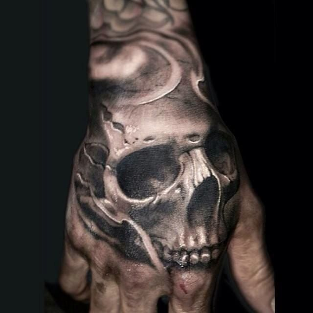 Tatouage Tête de mort Dark sur Main pour Homme