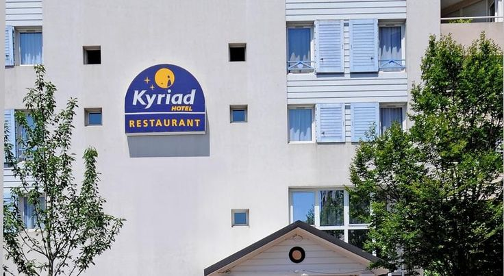Kyriad Hotel Lyon Centre Croix Rousse Lyon This hotel is in central Lyon, in the Croix Rousse area. It is 100 metres from the Hénon Metro station and offers an underground car park and free Wi-Fi.