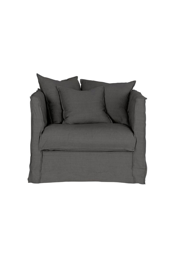 Vi på Ellos har designat och tagit fram nya modeller av soffor och fåtöljer som produceras av Furninova, en svensk kvalitetsleverantör. Fåtölj Luna 1,5-sits är en bekväm fåtölj med ram byggd av massivt trä och rygg av plywood/spånskiva. Mjuk komfort i kallskum svept med fjädertopp. Nozagfjädring för bästa komfort. Avtagbar klädsel som kan tvättas i 30 grader. Mått: Bredd 95 cm, höjd 85 cm, djup 99 cm. Sitthöjd 46 cm och sittdjup 55 cm. Välj utförande i ett för fåtöljen unikt stentvättat ...
