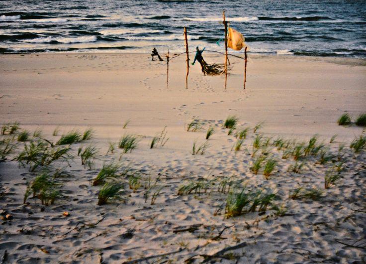 "Yury Ermolenko, ""AROUND & AROUND II"" (Land art project ""Baltic - Hel""), 2003, Hel Peninsula, Baltic Sea, Poland #YuryErmolenko #юрийермоленко #ЮрийЕрмоленко #yuryermolenko #юрiйєрмоленко #ЮрiйЄрмоленко #юрийермоленкохудожник #landart #balticsea #sea #sky #amazing #RapanStudio #photo #photography #metaphysics #metaphysical #philosophy #installation #лэндарт #инсталляция #art #contemporaryart #modernart #magic #texture #лэндарт #poland #hel #helpeninsula #artproject #искусство #creative"