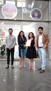 En representación de José Mardones, su hijo; Amalia Lecaros, encargada de Oficina de Partes de INAPI;  Andrea Acuña y Claudio Subiabre.