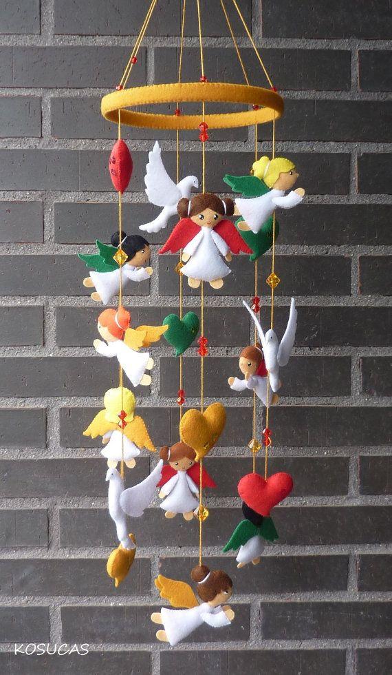 Felt mobile with angels doves and hearts. por Kosucas en Etsy