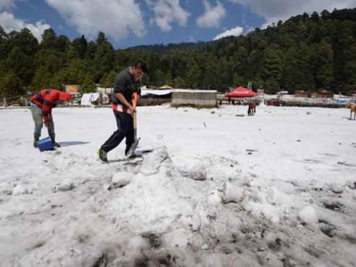 Granizo e neve são registrados em Toluca Estado do México México