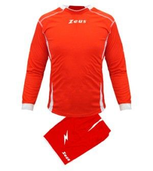 Piros-Fehér Zeus Sparta Focimez Szett rugalmas, kényelmes, kopásálló, könnyen száradó, rövid ujjú mezzé alakítható, karcsúsított vonalvezetésű focimez szett. Méreteinek köszönhetően, az utánpótlás számára is, remek, magabiztos választás. Piros-Fehér Zeus Sparta Focimez Szett 6 méretben és további 11 színkombinációban érhető el. - See more at: http://istenisport.hu/termek/piros-feher-zeus-sparta-focimez-szett/#sthash.kp98NZy3.dpuf