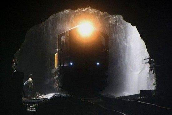 Railroad Bridge Dudhsagar Falls [550x368]