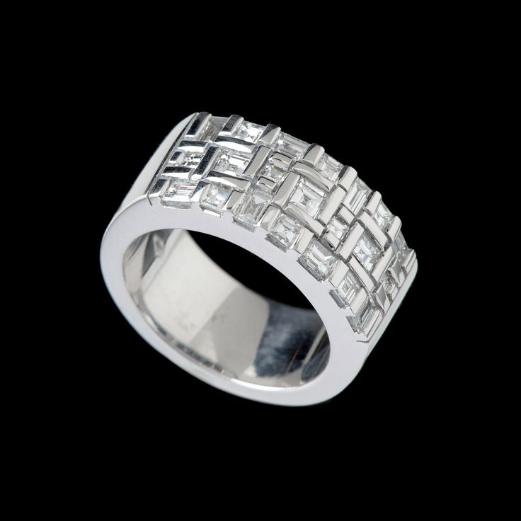 Platinum ring from our 'Water' series set with carre cut and baguette diamonds.