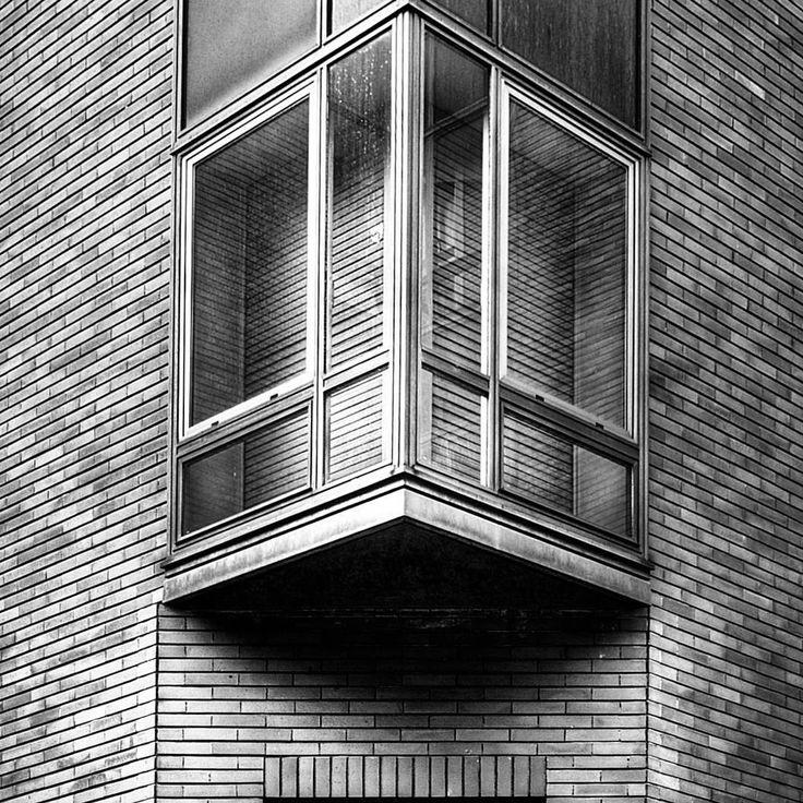 #Repost @gizmoweb  Photo by Riccardo Villa  #muziomilano #quartiereINA #polimi  1964 Quartiere INA Via Andrea Doria/via Venini/via G.P.da Palestrina con Lorenzo Muzio  PARTECIPA a #MUZIOMILANO.  Scopri fotografa e condivisi su IG oltre 50 edifici progettati da Giovanni Muzio lungo il Novecento. Da Ca' Brütta alla Triennale. _________________________  #muziomilano è un'iniziativa di #archiviomuzio e @polimi in collaborazione con Ordine Architetti Milano @fondazionearchitettimi #casabella…