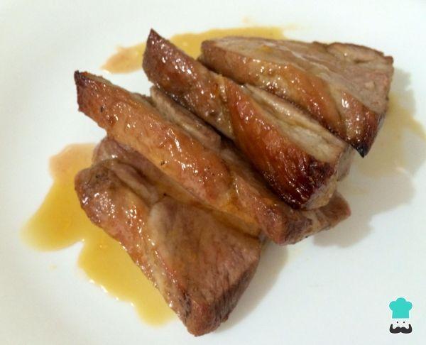 Aprenda a preparar lombo de porco caramelizado no forno com esta excelente e fácil receita. Procurando receitas saborosas de lombo de porco? Experimente esta sugestã...