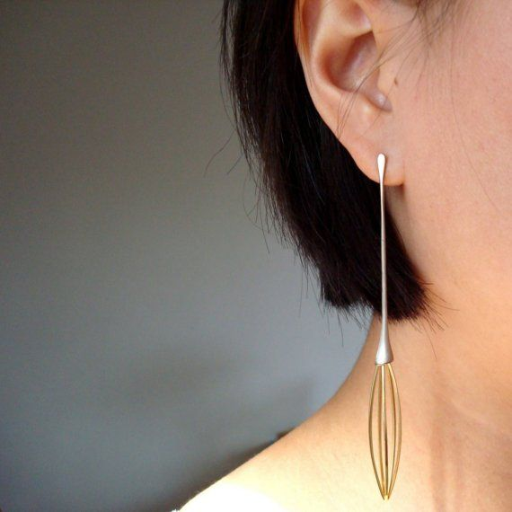 """Unique Cage of Desire - Single Yellow Gold Stud Earring- """"Cage of desire"""" is a long solitary earring entirely made by hand with yellow and white 18k gold, it weighs 4.7 g. -  1200€ - JIIAStyle- made by  Jean-marc WASZACK."""