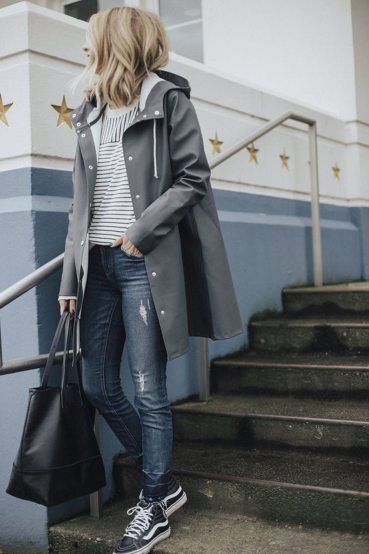 A perfect traveling/tourist outfit: jeans, striped top, functional-but-fun shoes, and a neutral raincoat that will look just as good with black leggings, Hunters, and a cable-knit sweater as it does here. Love.