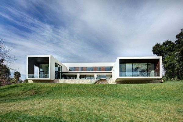 20 Spectacular Modern Houses To Go Crazy About Modern House Design Modern Style House Plans Modern House Exterior