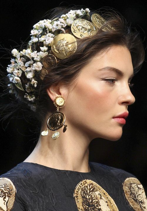 Dolce & Gabbana runway. Magnificent make up and hairdo!