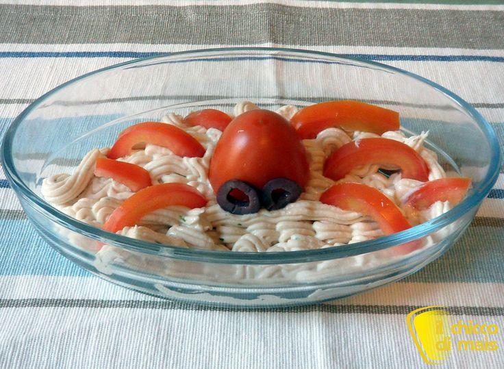 Piovra di pomodoro su mousse di tonno ricetta antipasto Halloween il chicco di mai fotos